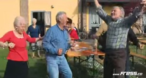 Happy bailada por ancianos, vídeo sencillamente espectacular